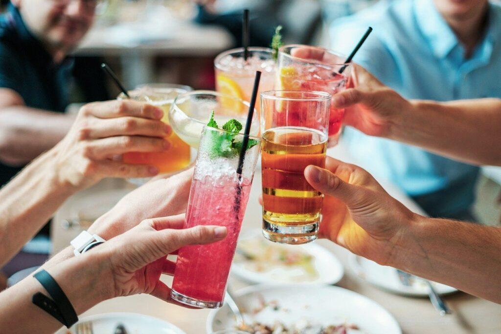Drinks Alcohol Cocktails Alcoholic  - bridgesward / Pixabay
